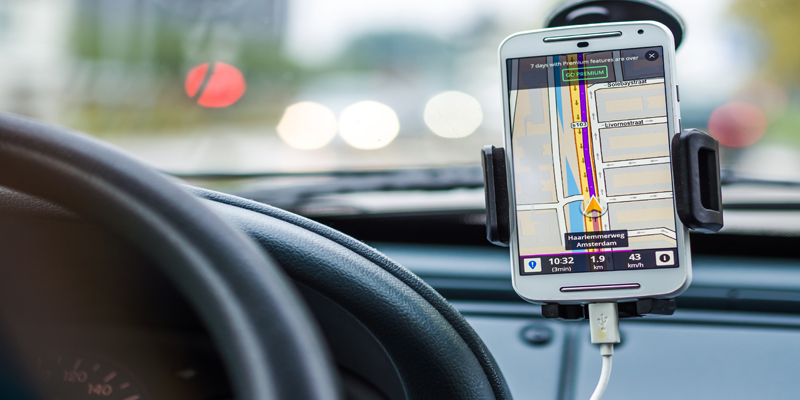 Best Automotive Android/iPhone Apps To Use While Driving